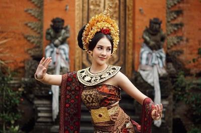 Anya Geraldine Anggun Pakai Baju Pengantin Bali, Netizen: Otw Ngelamar Nih