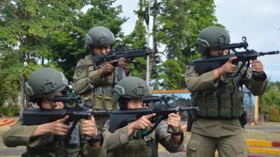 Jaga Keamanan Papua dan Kejar KKB, Brimob Kirim 6 Polwan Tangguh