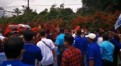 Massa Kubu AHY dan KLB Demokrat Bentrok di Deliserdang