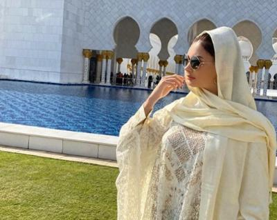 Tampil Tertutup saat Kunjungi Masjid, Cantik Mana Tatyana Demyanova atau Alica Schmidt?