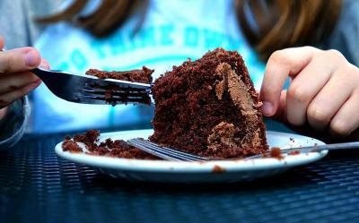 Doyan Makan Berlebihan, Terkena Binge Eating Disorder?