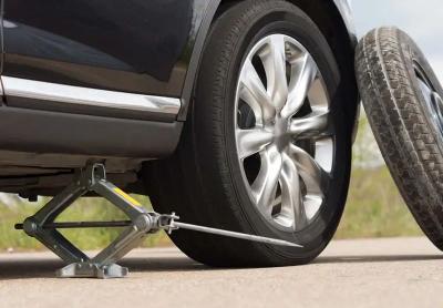 Tips Nyetir yang Benar Agar Ban Mobil Tak Cepat Rusak