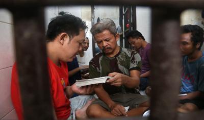 Terpuji, Aminudin Ajari Sesama Tahanan Mengaji di Sel Polsek Sukolilo