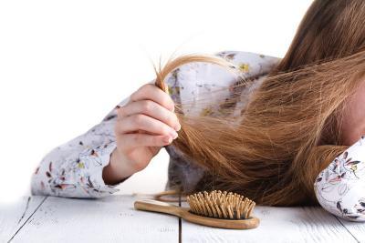Tips Sederhana Atasi Rambut Kering dan Kusut