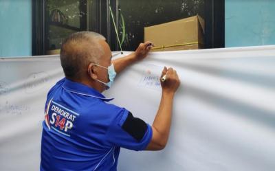 Lawan KLB Deliserdang, DPD Demokrat Jakarta Gelar Aksi Cap Jempol Darah