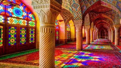 Fakta-Fakta Menarik Masjid Pink, Destinasi Wisata Religi Terbaik