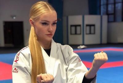 Karateka Cantik Rusia Pamer Perut Mulus, Maria Vania Juga Punya