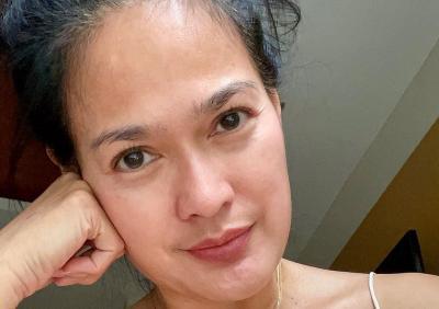 Intip Selfie Donna Harun Pakai Tanktop, Tetap Seksi di Usia Setengah Abad