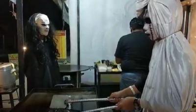 Serasa Uji Nyali, Kulineran di Kedai Martabak Ini Ditemani Pocong dan Kuntilanak