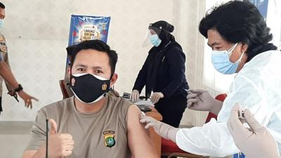 Giliran 100 Anggota Polres Metro Jakpus Divaksinasi Covid-19
