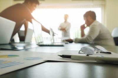 5 Cara Tetap Bugar bagi Workaholic, Salah Satunya Perbaiki Posisi Duduk
