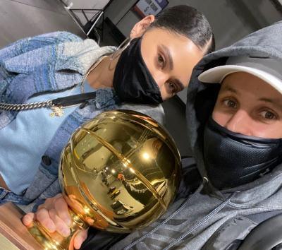 Stephen Curry Sukses Menangi Kontes Tembakan Tiga Angka