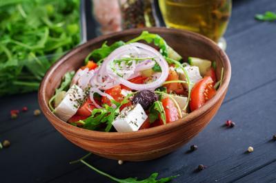 5 Salad yang Mudah Dibuat dan Banyak Manfaat Kesehatan
