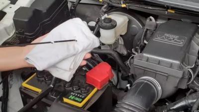 Tips Menjaga Mobil Tetap Prima, Periksa Cairan Fluida pada Ruang Mesin Secara Berkala