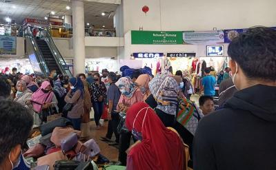 Jelang Ramadhan, Pasar Tanah Abang Ramai dan Antre