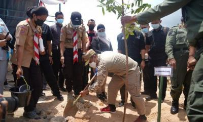 3.300 Bibit Pohon Ditanam di Kawasan Bandara Toraja