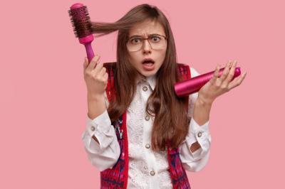 6 Cara Sederhana Atasi Rambut Kering dan Bercabang