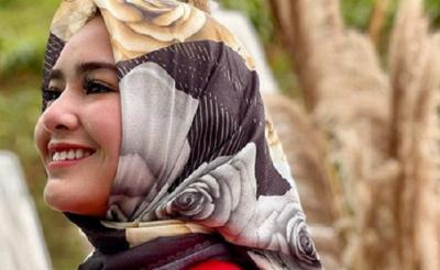 Pesona Amanda Pakai Kerudung, Netizen: Cantik Banget!