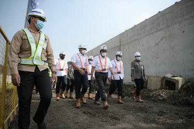 Bersama Luhut, Ridwan Kamil Tinjau Pembangunan KA Cepat Bandung-Jakarta dengan Progres 70%