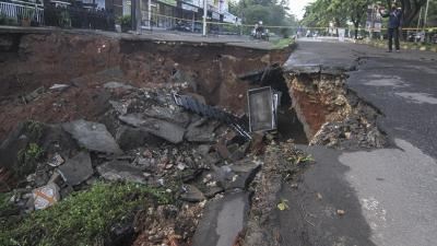 Jalan Amblas di Depok Berada di Atas Gorong-Gorong