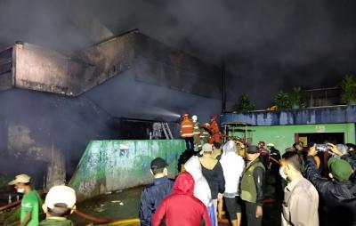 389 Kios Pedagang di Pasar Minggu Terbakar