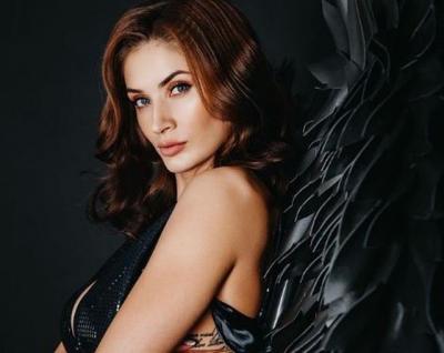 Melihat Pose Super Seksi Georgina Rodriguez dan Kristina Karapetyan