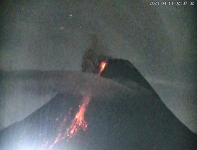 Gunung Merapi Kembali Semburkan <i>Wedus Gembel</i>, Jarak Luncur 1,3 Km