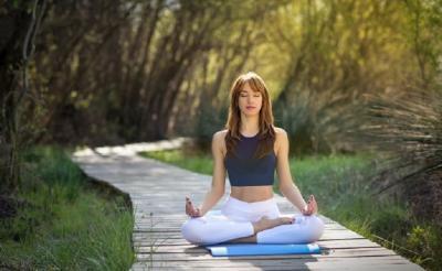 7 Manfaat Yoga untuk Kesehatan, Dicoba Yuk!
