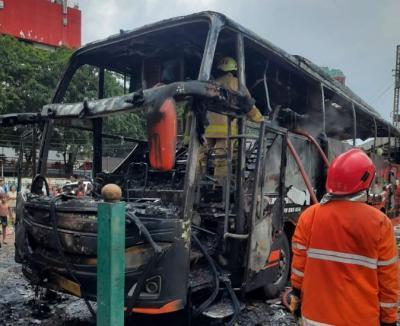 Ini Penampakan Bus Pariwisata Hangus Terbakar di Ancol