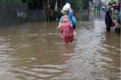 Hujan Deras, 5 Pohon Tumbang dan 5 Titik di Bekasi Banjir
