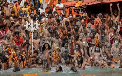 Ratusan Ribu Umat Hindu Berkumpul di Sungai Gangga, India Pecah Rekor Kasus COVID-19