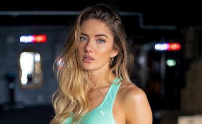 Cantik Kebangetan, Tengok Potret Atlet Terseksi di Dunia Alica Schmidt Pakai Crop Top Putih