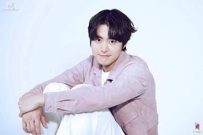 5 Potret Ganteng Gong Myung, Model MV Kyuhyun Super Junior