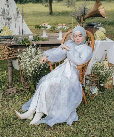 Cantiknya Lesti Kejora Berbusana Dress Classic Vintage, Inspirasi untuk Baju Lebaran!