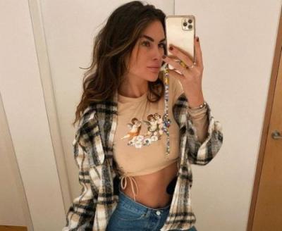Bikin Gemas, Ini Potret Seksi Kekasih Valentino Rossi saat Foto di Depan Cermin