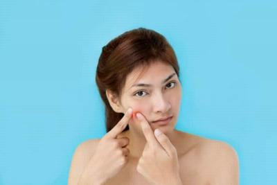 Nih Cara Menghilangkan Bekas Jerawat dengan Makeup