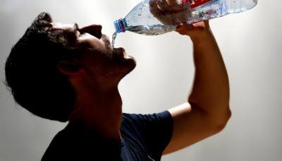 Puasa, Harus Minum Berapa Liter Air Sehari agar Tak Dehidrasi?