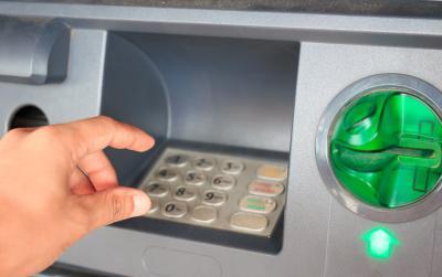 Hati-Hati Pembobolan ATM, Simak Tips Aman Gesek Kartu