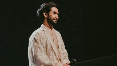 4 Potret Ganteng Reza Rahadian, Aktor yang Pantang Menyerah Raih Sukses di Dunia Film