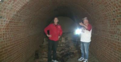 Mengejutkan, Pria Ini Temukan Terowongan Besar Abad 19 di Rumahnya Secara Tak Sengaja