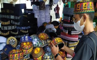 Peci Khas Aceh Laris Manis saat Ramadhan, Omzet Pedagang Naik 100%