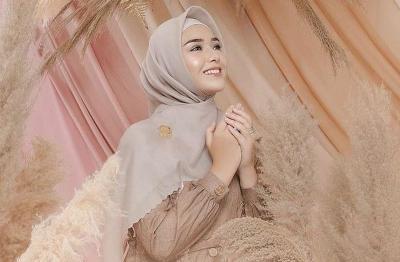 Pesona Ukhti Amanda Manopo Pakai Hijab, Cantiknya Gak Luntur