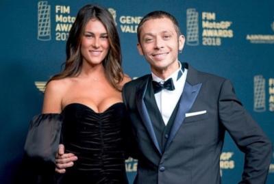 Valentino Rossi Dukung sang Kekasih soal Isu Pelecehan Umbrella Girl di MotoGP