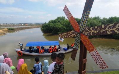 Kunjungi Eduwisata Garam di Pamekasan, Pengunjung Bisa Susuri Hutan Mangrove