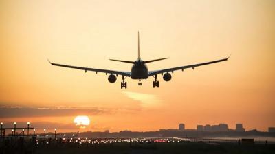 Penumpang Nekat Telanjang saat Disuruh Buka Jaket Pelampung, Pesawat Mendarat Darurat