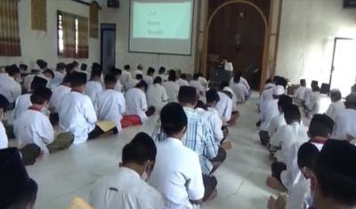 Luar Biasa, di Pondok Pesantren Ajarkan Kitab Kuning Gunakan Bahasa Inggris