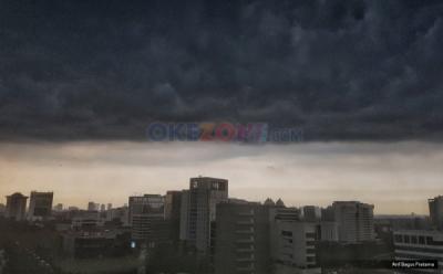 Waspada Hujan Disertai Angin Kencang dan Petir di Jaktim dan Jaksel pada Siang Hari