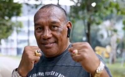 Oscar De La Hoya Nyaris Boyong Albert Papilaya Bertinju di Amerika
