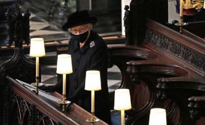 Tegar, Ratu Elizabeth Pimpin Keluarga dan Rakyat Inggris Lepaskan Suaminya ke Tempat Peristirahatan Terakhir