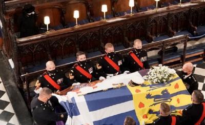 Alasan Ratu Elizabeth Duduk Sendiri di Pemakaman Pangeran Philip